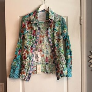Flower patterned crushed blouse.